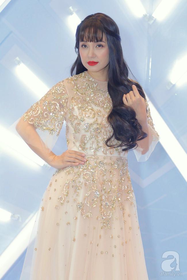 Hương Giang hóa nữ thần gợi cảm hút mắt, Việt Trinh 'hack tuổi' với tóc mái ngang trẻ trung - Ảnh 5.