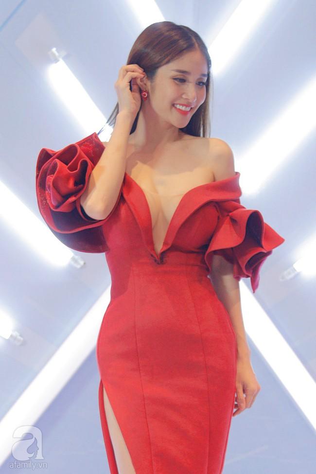 Hương Giang hóa nữ thần gợi cảm hút mắt, Việt Trinh 'hack tuổi' với tóc mái ngang trẻ trung - Ảnh 6.