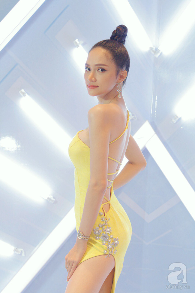 Hương Giang hóa nữ thần gợi cảm hút mắt, Việt Trinh 'hack tuổi' với tóc mái ngang trẻ trung - Ảnh 3.