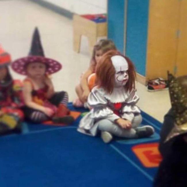 Người lớn có khi phải e dè sợ hãi khi xem chùm ảnh của những đứa trẻ có hành vi lạ kỳ - Ảnh 9.