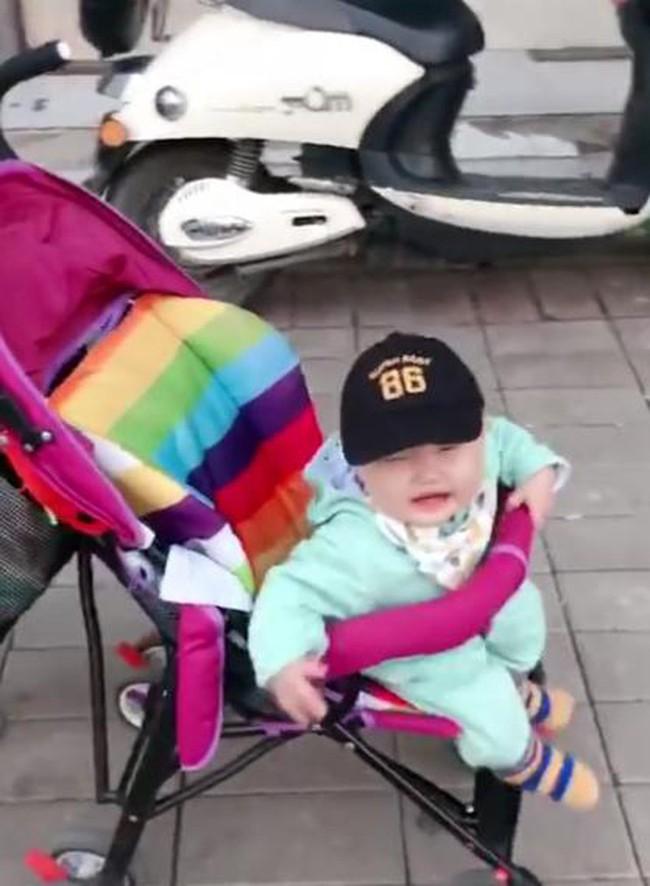 Mẹ giả vờ không nhận ra con, phản ứng của đứa trẻ khiến mẹ đau lòng - Ảnh 4.