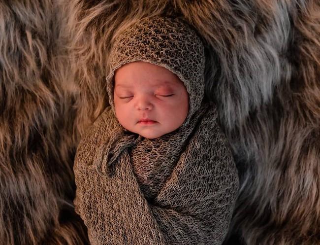 Bố chăm trò chuyện với con khi con còn trong bụng mẹ và đây là điều bất ngờ ngọt ngào khi bé chào đời - Ảnh 4.
