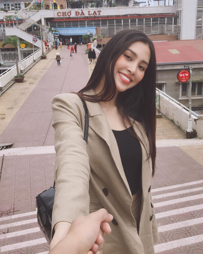 Đáng chú ý không kém chuyện Tiểu Vy hẹn hò là style của cô: Ngày một sang chảnh, là nguồn cảm hứng tuyệt vời cho dân công sở - Ảnh 6.