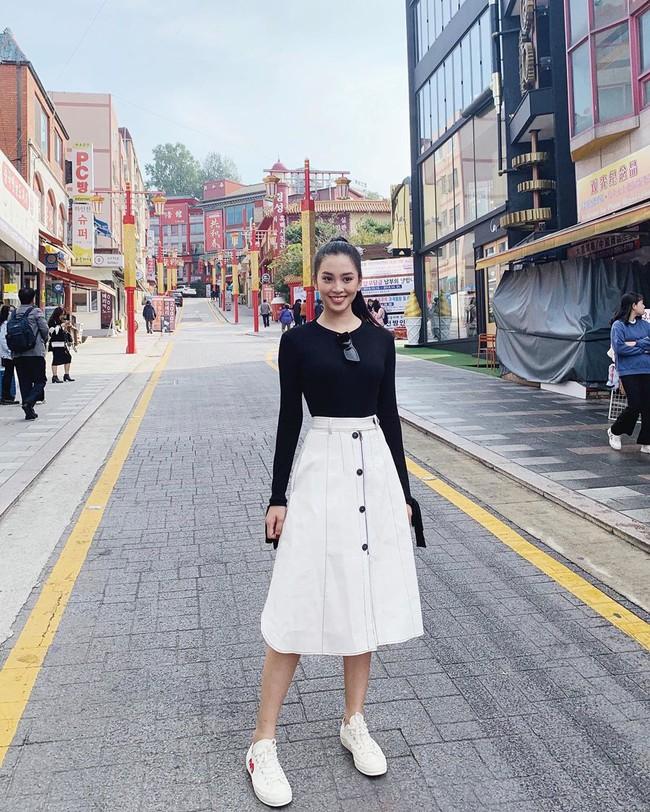 Đáng chú ý không kém chuyện Tiểu Vy hẹn hò là style của cô: Ngày một sang chảnh, là nguồn cảm hứng tuyệt vời cho dân công sở - Ảnh 3.