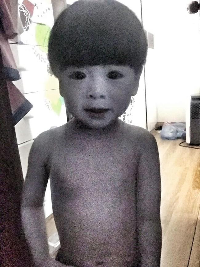 """Màn hóa trang đỉnh cao mùa Halloween: Cậu bé khiến cư dân mạng """"khóc thét"""" vì tạo hình quá đỗi đáng sợ, như bước ra từ phim ma - Ảnh 1."""