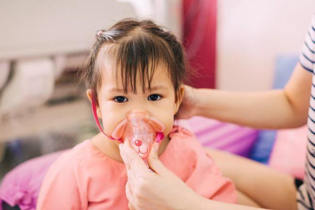 Đừng chủ quan với bệnh viêm phổi khi thời tiết chuyển lạnh, cha mẹ cần làm những điều này để phòng bệnh cho con - Ảnh 1.