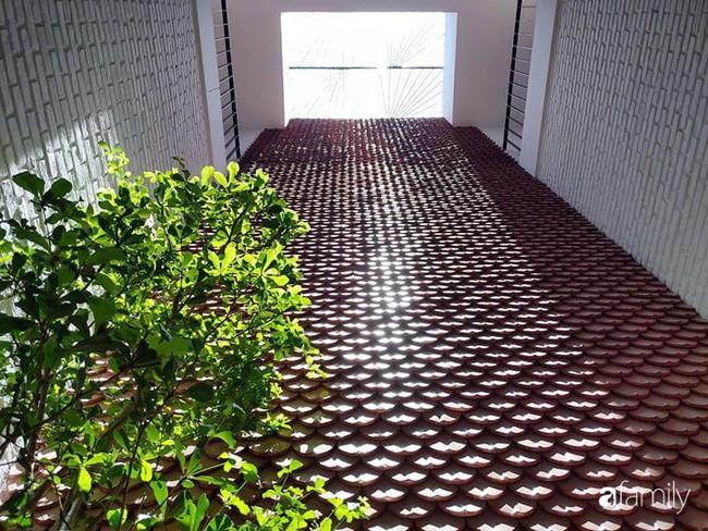 Căn nhà phố có khoảng thông tầng nhiều cây xanh và ánh sáng của chàng KTS trẻ dành tặng vợ mới cưới ở Đà Nẵng - Ảnh 10.
