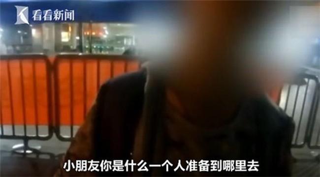 Bé trai 13 tuổi một mình đi tàu lửa trong đêm, phụ huynh cho biết vì muốn rèn con tính tự lập - Ảnh 1.