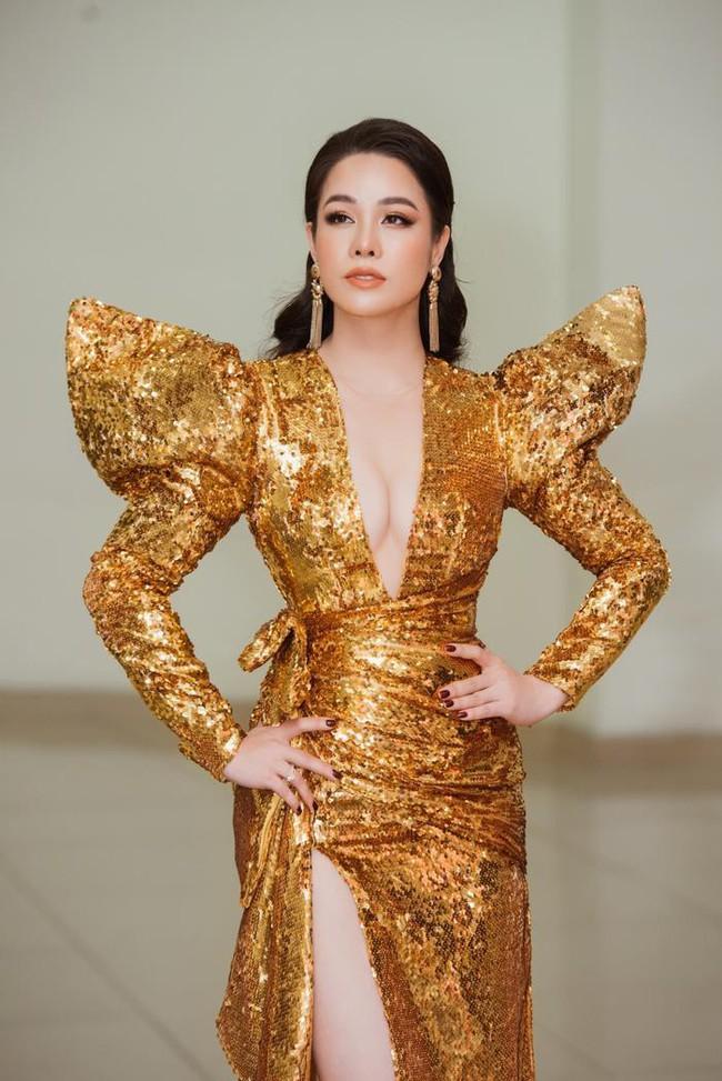 Kém 12cm chiều cao, Nhật Kim Anh cũng chẳng kém đẹp so với Siêu mẫu quốc tế Khả Trang khi cùng diện đầm lộng lẫy - Ảnh 3.