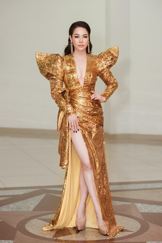 Kém 12cm chiều cao, Nhật Kim Anh cũng chẳng kém đẹp so với Siêu mẫu quốc tế Khả Trang khi cùng diện đầm lộng lẫy - Ảnh 2.