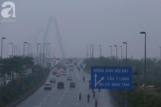 Sương mù bất ngờ bao phủ Hà Nội, nhiều người ngỡ... Tết đang về - Ảnh 7.