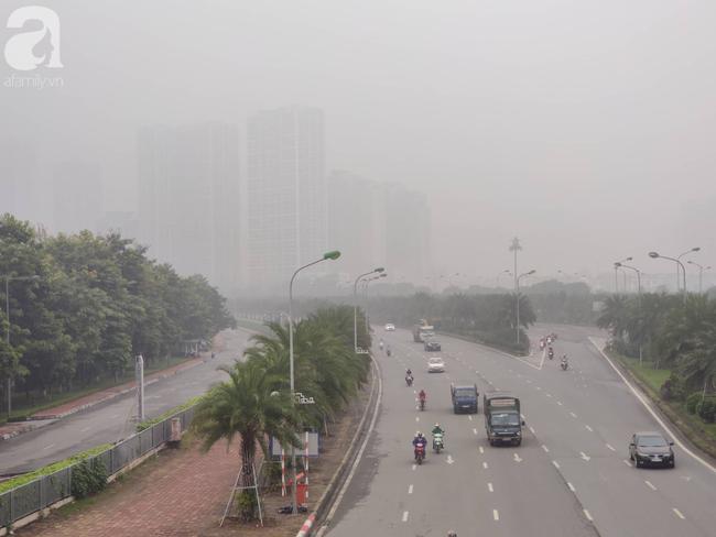 Thời tiết se lạnh, sương mù bất ngờ bao phủ Hà Nội, người dân lo sợ khi chỉ số ô nhiễm lại ở mức báo động tím - Ảnh 14.
