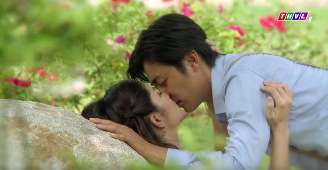 """""""Tiếng sét trong mưa"""": Hạnh Nhi - Thảo Trang công khai chuyện có ngực sexy trong cảnh nóng là nhờ dao kéo size siêu to   - Ảnh 5."""