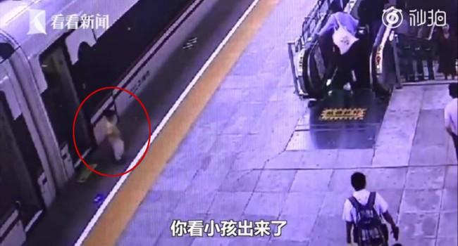 Mải mê dùng điện thoại, mẹ để lạc mất con trong chuyến tàu cao tốc khiến cả gia đình phải đi tìm trong sợ hãi - Ảnh 1.