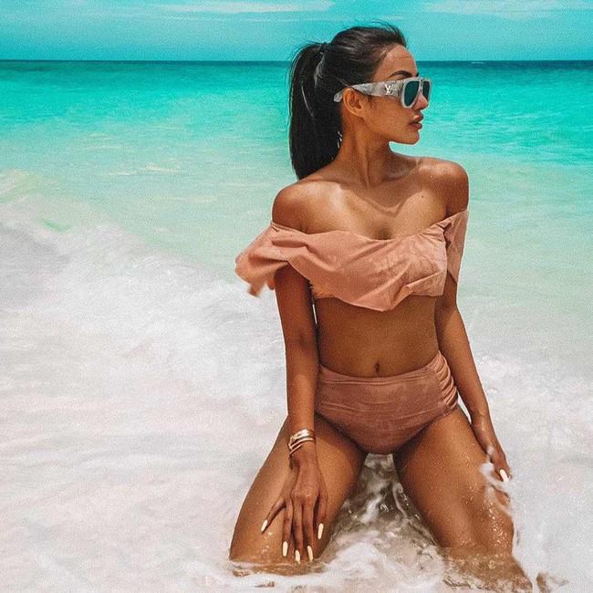 Cuối tuần của các hot mom: Elly Trần trẻ trung quyến rũ dạo phố, Meo Meo khoe dáng bốc lửa trên bờ biển Maldives - Ảnh 1.