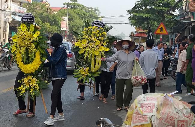 Học sinh và nhà trường có mặt tại buổi tiễn đưa nạn nhân