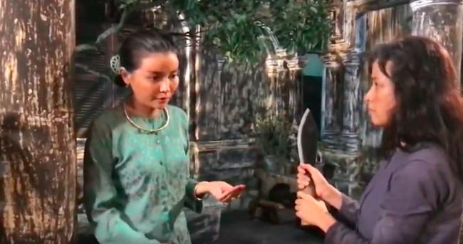 """""""Tiếng sét trong mưa"""": Lộ cảnh Hiểm cầm dao rạch nát mặt Hai Sáng nhưng Cao Thái Hà lại có phản ứng cực lạ  - Ảnh 3."""