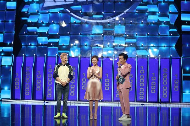 """Vướng ngay vết xe đổ của Park Min Young, Midu bị mất điểm duyên dáng với váy lụa mỏng manh lộ """"vùng cấm địa"""" - Ảnh 2."""