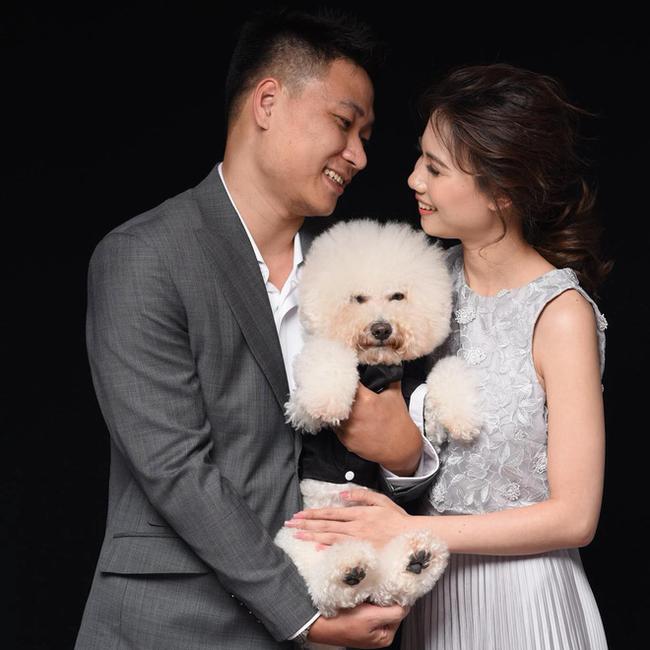Tấm hình hài nhất đám cưới nhà người ta: Cô dâu lao ra đường, lôi bằng được chó cưng về chụp ảnh cùng! - Ảnh 9.