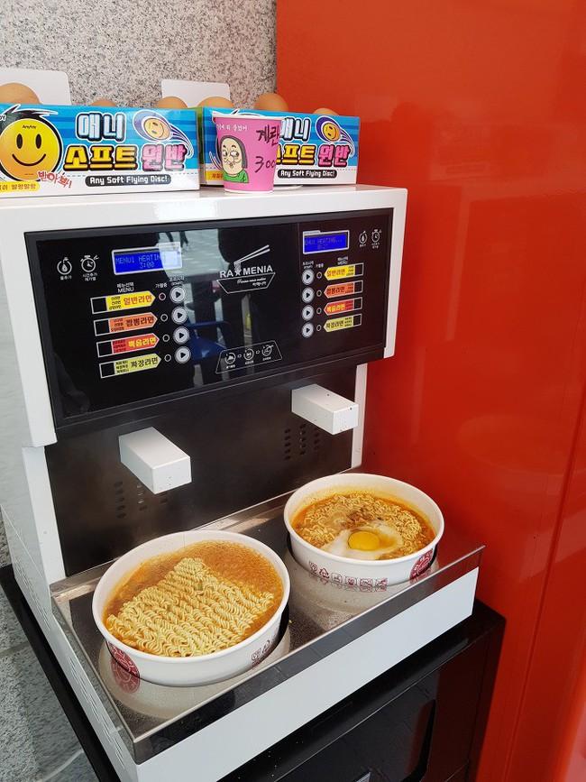 """Mê mì gói """"level người Hàn"""": Đi vài bước là gặp máy nấu mì, cho tiền vào là có ngay tô mì nóng sốt - Ảnh 4."""