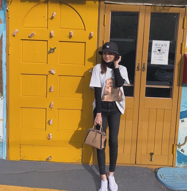"""Diện toàn quần jeans là quần jeans, mà sao style của Hương Giang vẫn thú vị và """"ăn chơi"""" đến thế! - Ảnh 6."""