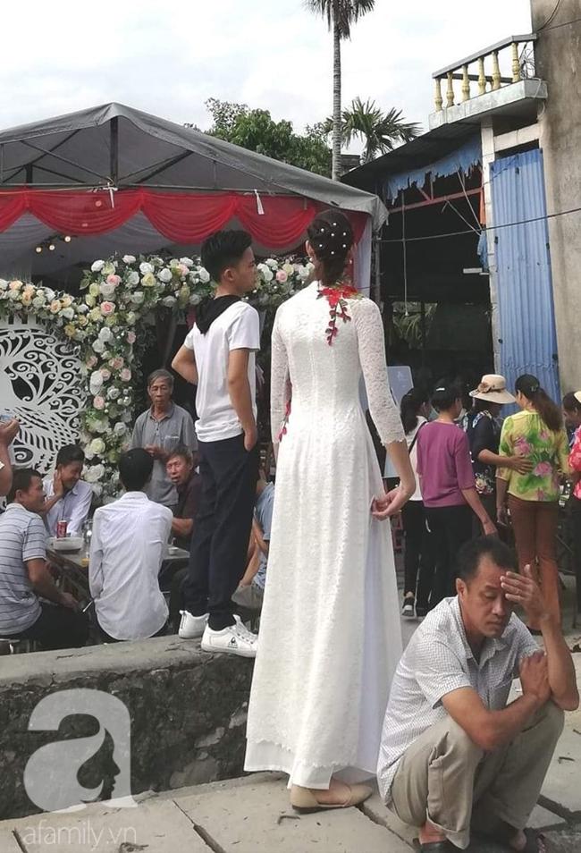 Đám cưới đặc biệt của cô dâu 1m94, chú rể 1m4, nhiếp ảnh gia tiết lộ sự thật đằng sau lời đồn cưới nhau vì gia cảnh giàu có - Ảnh 3.