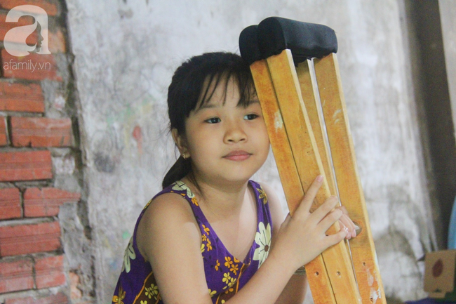 Con gái 7 tuổi bị gãy chân, chồng nằm liệt giường, người vợ bệnh tật khẩu cầu sự giúp đỡ sau vụ tai nạn kinh hoàng - Ảnh 11.