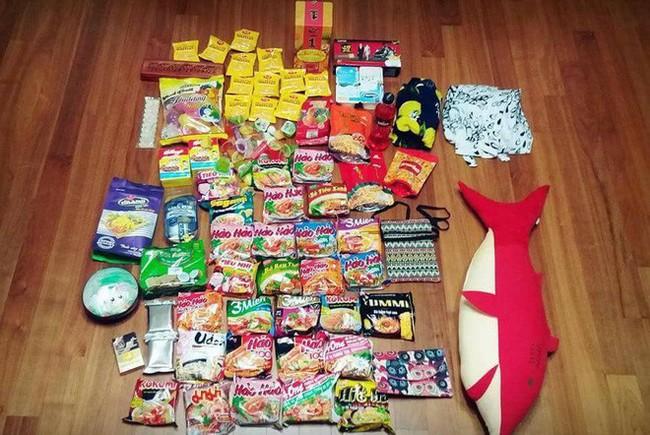 Thanh niên Hàn Quốc du lịch từ Việt Nam trở về nhưng vali quà mua tặng bạn gái mới thật bất ngờ! - Ảnh 1.