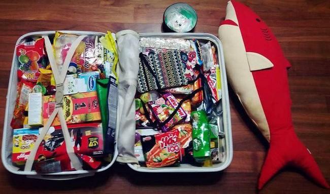 Thanh niên Hàn Quốc du lịch từ Việt Nam trở về nhưng vali quà mua tặng bạn gái mới thật bất ngờ! - Ảnh 2.