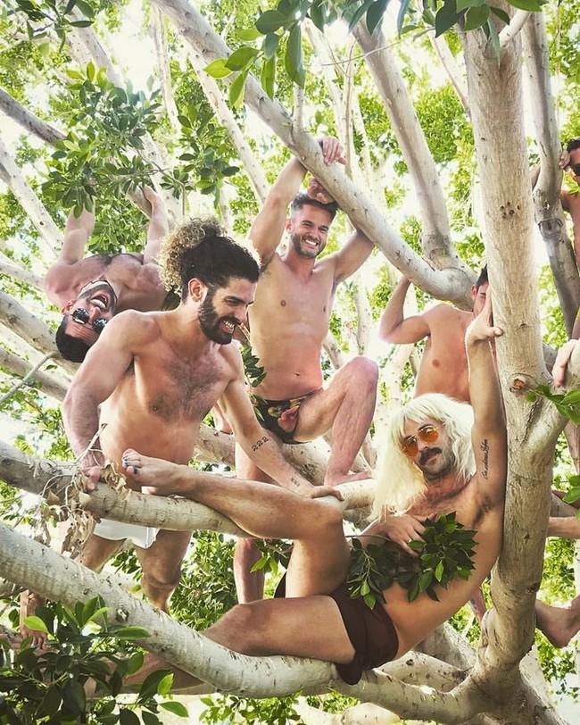 """Phản đối nhóm đàn ông khỏa thân trên đèo Mã Pì Lèng, hội chị em """"tinh tế"""" share nhau cả núi ảnh soái ca 6 múi nude vì môi trường - Ảnh 8."""