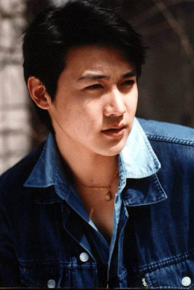 Lục Nghị - Mỹ nam hàng đầu Trung Quốc: Mối tình 20 năm suýt lung lay vì tin đồn ngoại tình với Phạm Băng Băng - Ảnh 2.