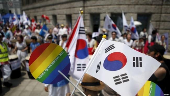 Nỗi khổ của cộng đồng LGBT ở Hàn Quốc: Bị xem như dân thứ cấp, không dám sống đúng với giới tính vì đâu đâu cũng kỳ thị - Ảnh 3.