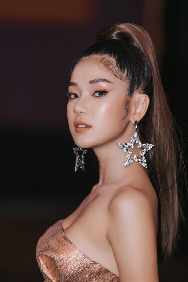 """Phim toàn cảnh 18+ của sao nữ """"Thất Sơn Tâm Linh"""" ra mắt, Hoàng Yến Chibi khóc nức nở khiến ai cũng chạnh lòng - Ảnh 1."""