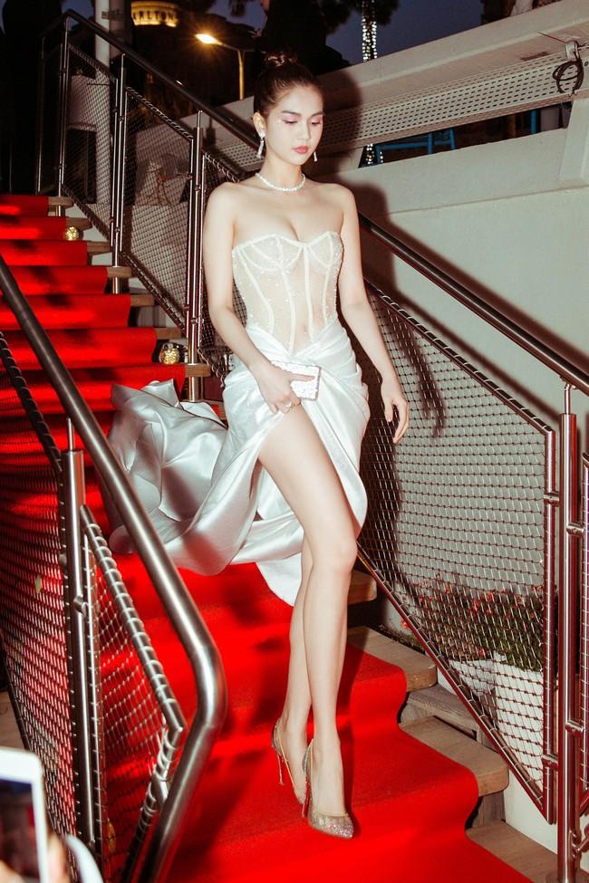 """Ngọc Trinh diện đầm dễ gây hiểu nhầm, và sao lại giống bộ váy như """"quấn khăn tắm đi tiệc"""" tại Cannes thế này - Ảnh 6."""