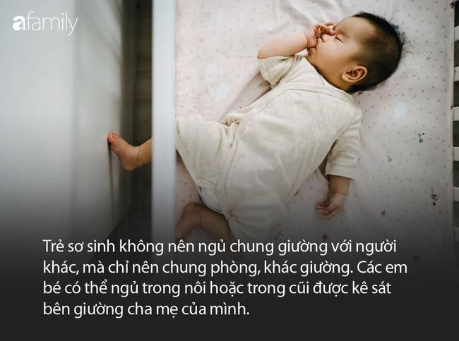 Cho con 7 tháng tuổi ngủ riêng để học cách tự lập, ai ngờ con bị mắc kẹt vào khoảng trống giữa nệm và thanh chắn giường dẫn đến tử vong - Ảnh 2.