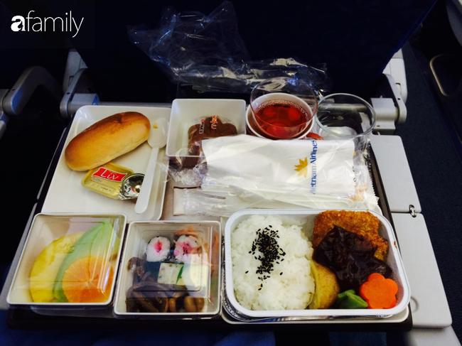 Bộ sưu tập bữa ăn trên máy bay của chàng trai 30 tuổi đi 34 quốc gia khiến ai cũng trầm trồ thích thú - Ảnh 1.