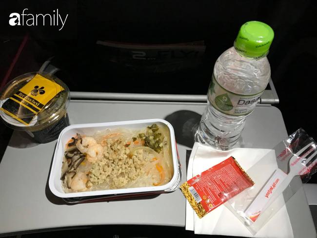 Bộ sưu tập bữa ăn trên máy bay của chàng giám đốc 30 tuổi đi 34 quốc gia khiến ai cũng trầm trồ thích thú - Ảnh 33.