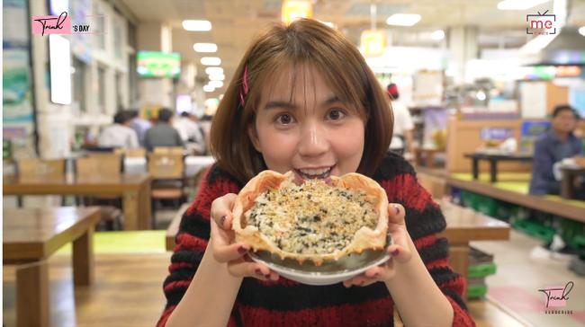 """Tung vlog du hí Hàn Quốc cùng ngày với Vũ Khắc Tiệp, Ngọc Trinh gây sốc vì ăn sống loài cá có tên gọi """"nhạy cảm"""" - Ảnh 11."""