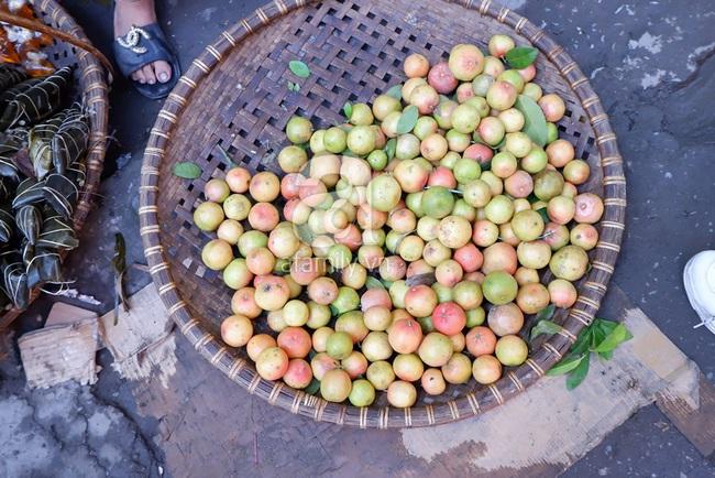Chợ phiên trong lòng phố: Mua thực phẩm sạch với giá rẻ mà không cần bố mẹ ở quê đóng thùng nhỏ thùng to ứng cứu - Ảnh 7.
