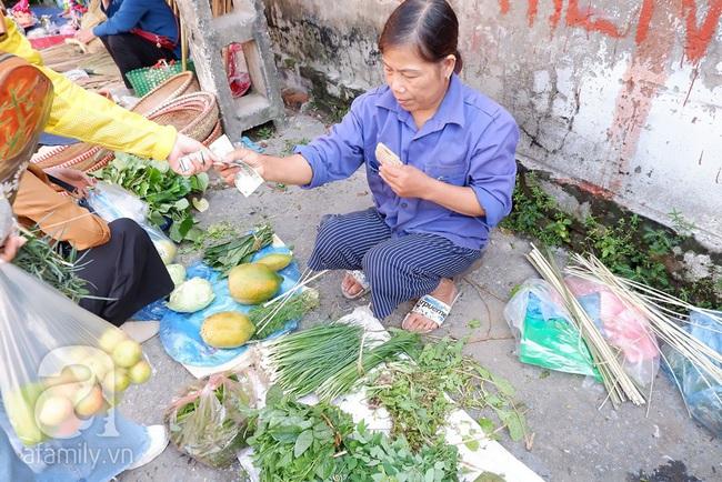 Chợ phiên trong lòng phố: Mua thực phẩm sạch với giá rẻ mà không cần bố mẹ ở quê đóng thùng nhỏ thùng to ứng cứu - Ảnh 5.