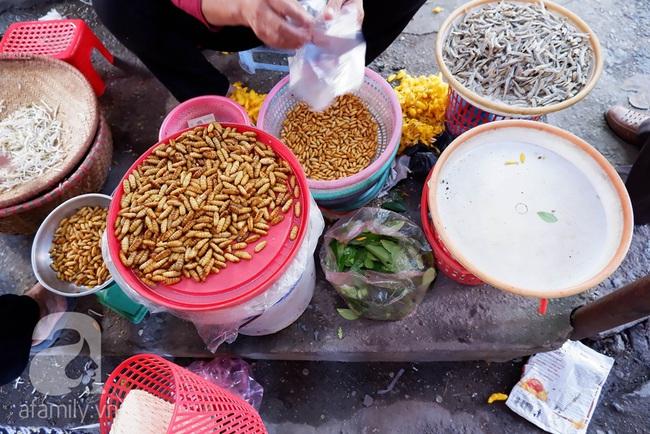 Chợ phiên trong lòng phố: Mua thực phẩm sạch với giá rẻ mà không cần bố mẹ ở quê đóng thùng nhỏ thùng to ứng cứu - Ảnh 4.