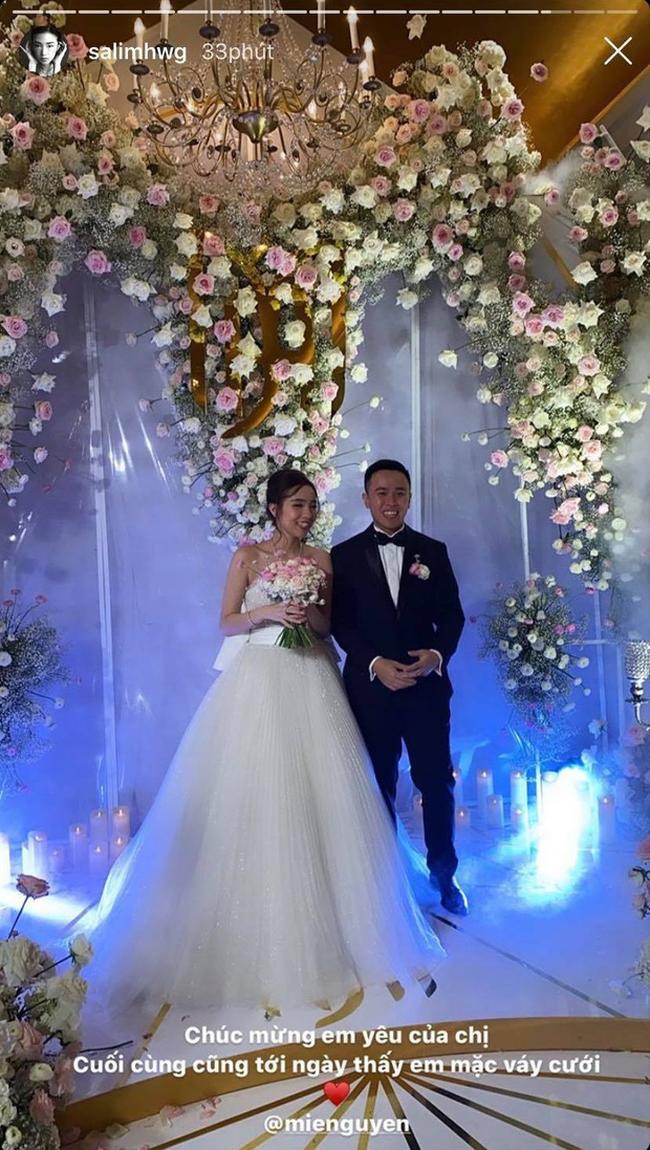 """Không rình rang như đám cưới Đông Nhi, Mie Nguyễn vẫn là cô dâu lộng lẫy, song nhan sắc của mẹ đẻ hot girl 9X mới thực sự """"phá đảo"""" - Ảnh 2."""