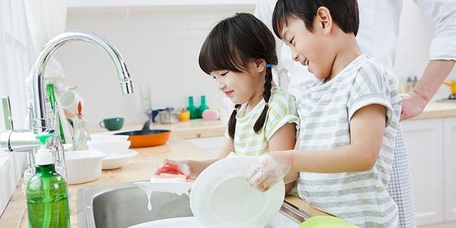Không cho con làm việc nhà, cha mẹ đã tước đi cơ hội xây dựng nền móng để con trở thành người sống có trách nhiệm trong tương lai - Ảnh 1.