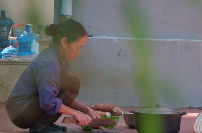 """Bà Tân Vlog tuyên bố thay đổi cách làm clip, ai ngờ lại bị dân mạng soi đi """"sao chép"""" ý tưởng của kênh ẩm thực nổi tiếng khác - Ảnh 2."""