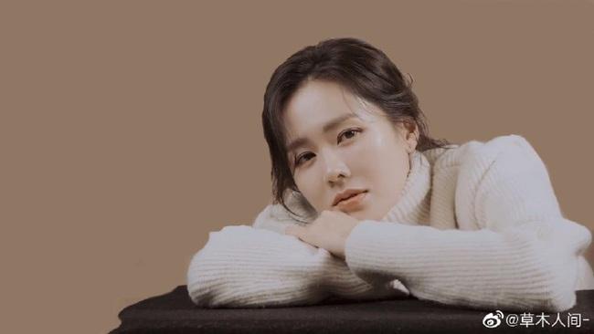"""Chỉ là hình hậu trường chụp ảnh quảng cáo thôi mà đã đẹp hết phần thiên hạ thế này rồi, bảo sao Son Ye Jin vẫn được xem là """"tình đầu quốc dân"""" số 1 Hàn Quốc - Ảnh 5."""