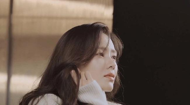"""Chỉ là hình hậu trường chụp ảnh quảng cáo thôi mà đã đẹp hết phần thiên hạ thế này rồi, bảo sao Son Ye Jin vẫn được xem là """"tình đầu quốc dân"""" số 1 Hàn Quốc - Ảnh 6."""