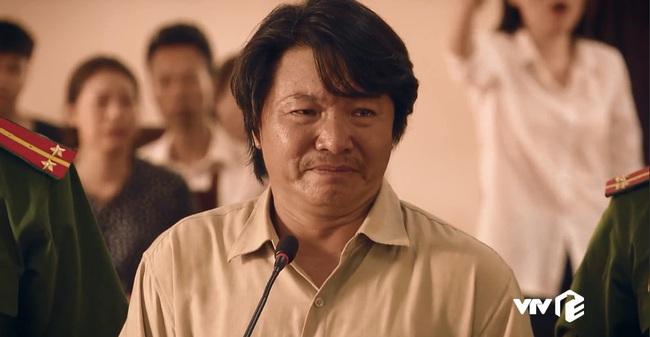 """""""Sinh tử"""" tập 7: Việt Anh điều động Quỳnh Nga tiếp khách gấp nhưng cặp mắt lại không rời khỏi đôi gò bồng đảo """"siêu to khổng lồ"""" - Ảnh 8."""