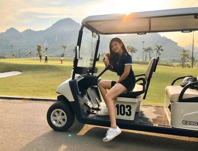 """MC Thu Hoài bị nghi ngờ đã có người yêu, đối phương vừa """"bảnh"""" lại vừa sở hữu học viện golf lớn ở Hà Nội - Ảnh 4."""