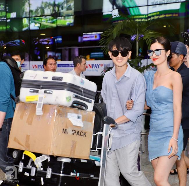 """HOT: Đông Nhi - Ông Cao Thắng xuất hiện tại sân bay về Sài Gòn trong vòng vây của """"biển"""" người hâm mộ - Ảnh 4."""