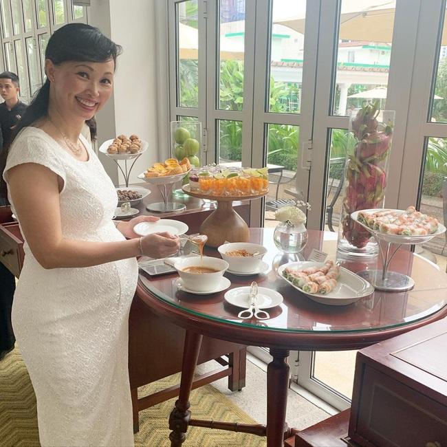 Bầu tháng cuối, Shark Linh than bị heo con làm cho mệt mỏi vì phải ăn quá nhiều, bất ngờ hơn là cách chị dùng để điều hòa cân nặng - Ảnh 2.